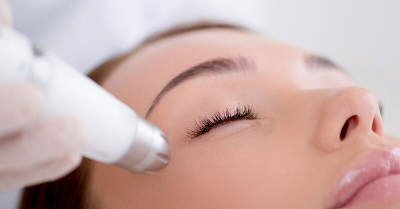 Dermaplane Training (includes blades and handle)